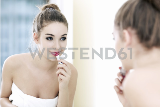 Portrait of teenage girl putting lipstick on while looking at her mirror image - GDF000255 - Gabi Dilly/Westend61