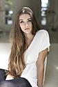 Portrait of serious looking teenage girl - GDF000280