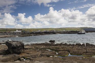 Irland, County Clare, Coastal landscape near Doolin - SR000362