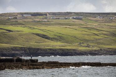 Irland, County Clare, Coastal landscape near Doolin - SR000359