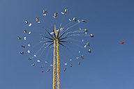 Germany, Bavaria, Munich, flying swing at Oktoberfest - CR002501