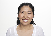Portrait of smiling Asian woman, studio shot - FSF000084