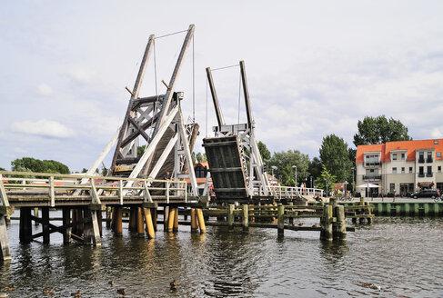 Germany, Mecklenburg-Western Pomerania, Greifswald, Wiecker bridge, wooden bascule bridge, river Ryck - BT000050