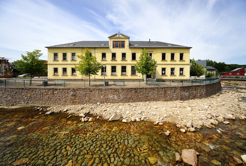 Germany, Saxony, Schmiedeberg, School and local museum at river Red Weisseritz - BT000092