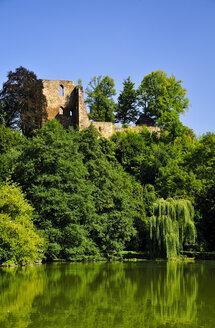 Germany, Saxony, Tharandt, Ruin of castle Oberburg at castle pond - BT000134