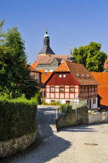 Germany, Saxony, Hohnstein, Townscape with parish church - BTF000234