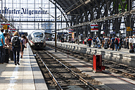 Germany, Hesse, Frankfurt, ICE arriving main station - AM001095