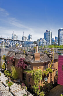 Canada, British Columbia, Vancouver, View from Granville Island, Floating house in the foreground - UM000661