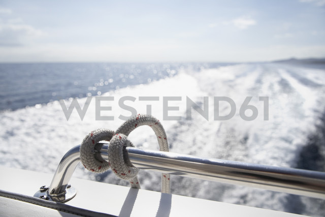 Italy, Sardinia, Rope on yacht railing - PDF000587