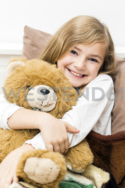Little girl cuddling with her teddy bear, studio shot - STB000161 - Stefanie Baum/Westend61
