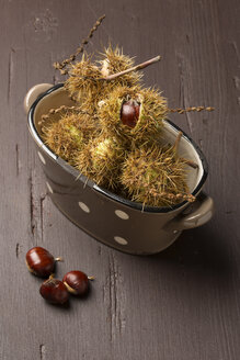 Sweet chestnuts on wooden table - MY000082