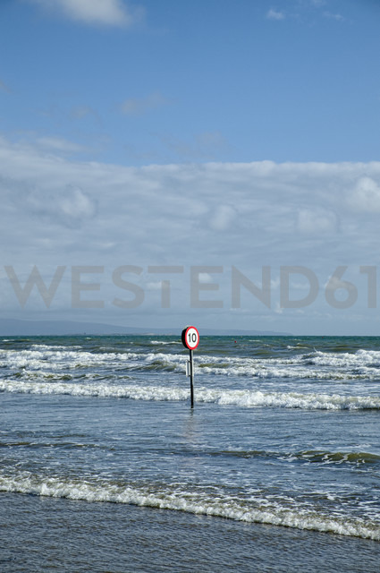 UK, Wales, Morfa Bychan, Road sign flooded in the ocean - ELF000612