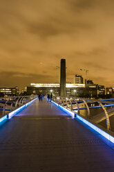 UK, London, view from Millennium Bridge to Tate Gallery of Modern Art - DIS000207