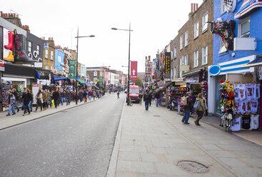 UK, London, Camden Market, school class along the way at Camden High Street - DIS000210
