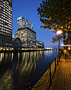 UK, London, Docklands, illuminated buildings at financial district - DISF000142