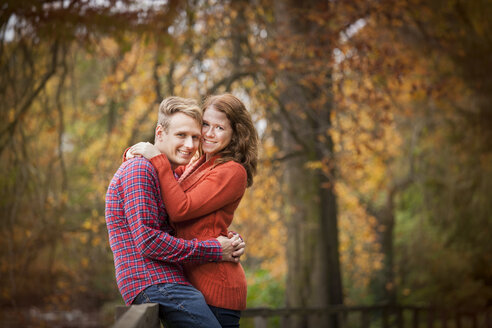 Happy young couple enjoying autumn in a park - BGF000011