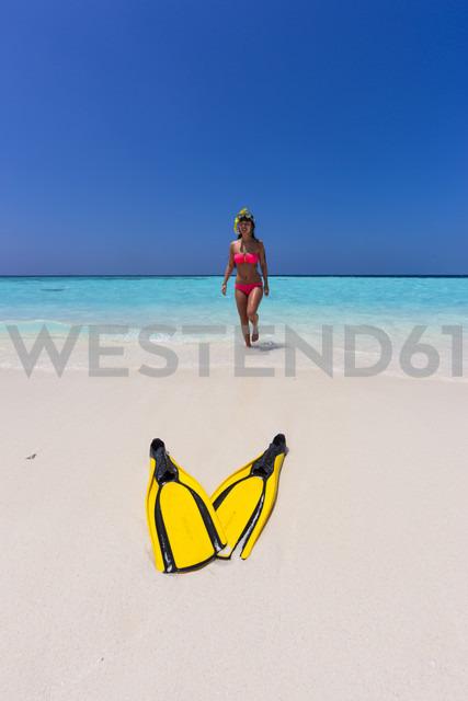 Maledives, young woman walking at beach - AMF001223