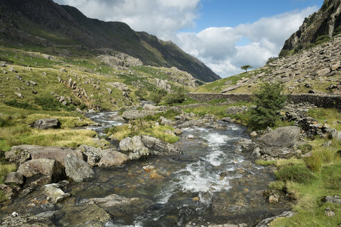 Great Britian, Wales, mountain stream at Llanberis Pass at Snowdonia National Park - EL000624