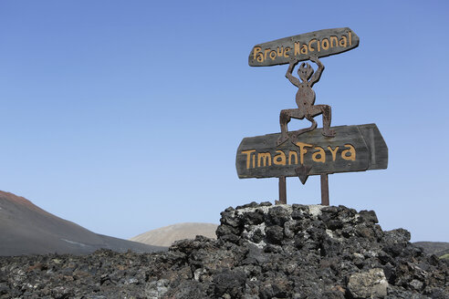 Spain, Lanzarote, Timanfaya National Park, Entrance sign - JAT000455