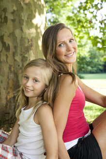 Germany, Berlin, Mother in park with daughter - OJF000001