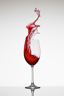 Red wine in champagne glass - AKF000257