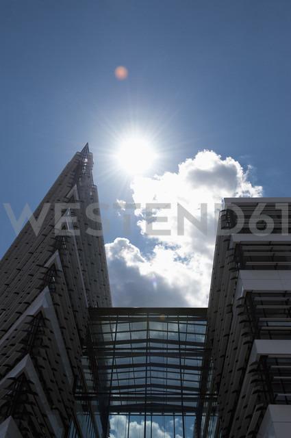 Germany, North Rhine-Westphalia, Duesseldorf, headquarter of Vodafone - VI000024 - visual2020vision/Westend61