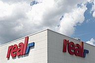 Germany, North Rhine-Westphalia, Duesseldorf, part of facade with logo of real market - VI000134