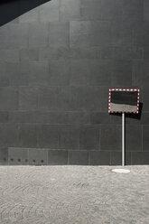 Germany, North Rhine-Westphalia, Duesseldorf, part of facade of K20, Kunstsammlung Nordrhein-Westfalen - VI000030