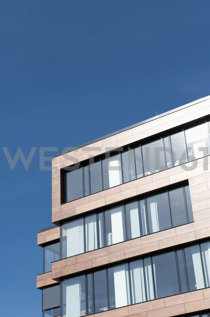 Germany, North Rhine-Westphalia, Duesseldorf-Golzheim, part of facade of office building - VI000045