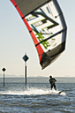 Germany, Baden-Wuerttemberg, Fischbach, Kitesurfer on Lake Constance - SH001018