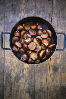 Cooking pot with roasted sweet chestnuts (Castanea sativa) - LVF000348