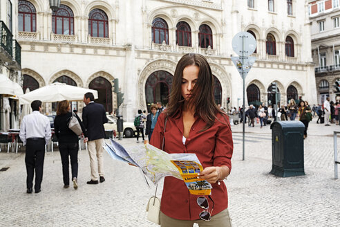 Portugal, Lisboa, Baixa, Rossio, young woman with city map - BIF000048
