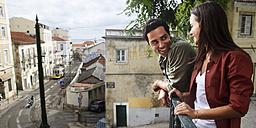 Portugal, Lisboa, Alfama, happy young couple - BIF000028