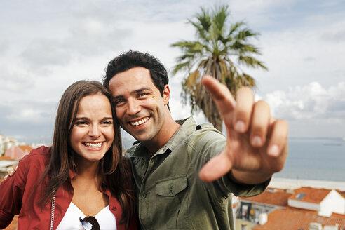 Portugal, Lisboa, Alfama, Largo das Portas do Sol, portrait of young couple - BIF000025