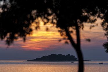 Croatia, Vrsar, Sunset over sea with trees and boat - KJ000263