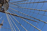 Italy, Genoa, old harbour, Porto Antico, replica of a galleon, crow's nest - AM001385