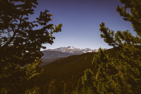 USA, Colorado, Rocky Mountain National Park, Longs Peak and Mount Meeker - MBE000917