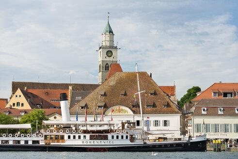 Germany, Baden-Wurttemberg, Uberlingen, Steam boat Hohentwiel in front of waterfront promenade - SH001046