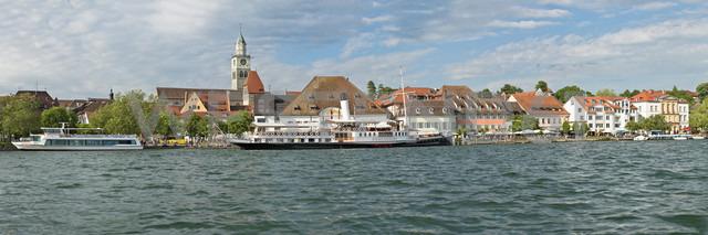 Germany, Baden-Wurttemberg, Uberlingen, Steam boat Hohentwiel in front of waterfront promenade - SH001047 - Holger Spiering/Westend61