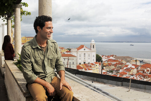 Portugal, Lisboa, Alfama, Miradouro de Santa Luzia, young man enjoying vista - BIF000082