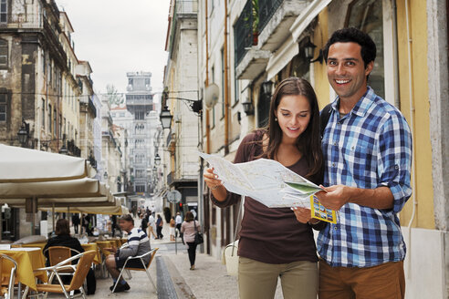 Portugal, Lisboa, Baixa, Rua Santa Justa, young couple with city map in front Elevador Santa Justa - BIF000081