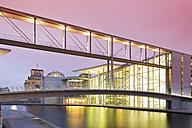 Germany, Berlin, skywalk to Marie-Elisabeth-Lueders building, in the background Reichstag - MSF003117