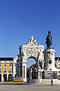 Portugal, Lisboa, Baixa, Praca do Comercio, view to triumphal arch and memorial of King Jose I - BIF000086