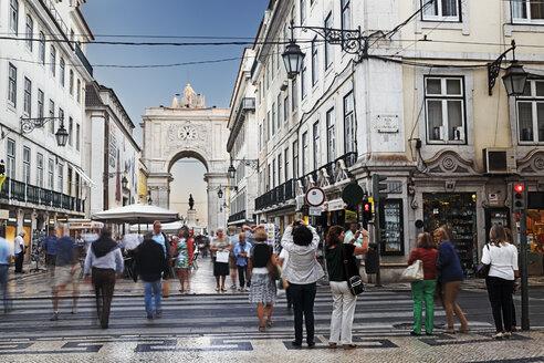 Portugal, Lisboa, Baixa, view to triumphal arch - BI000090