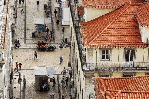 Portugal, Lisboa, Baixa, elevated view to illuminated Rua de Santa Justa - BI000103