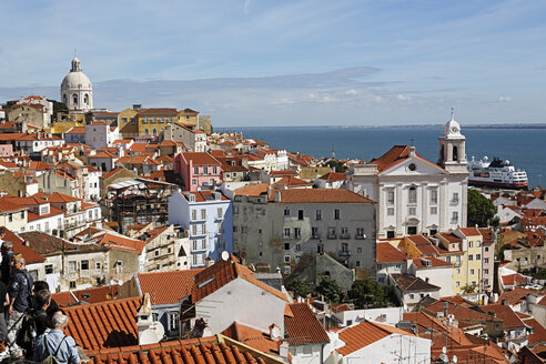 Portugal, Lisbon, Alfama, Miradouro de Santa Luzia, view over the roofs - BIF000127