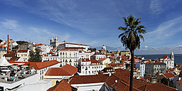 Portugal, Lisbon, Alfama, Largo das Portas do Sol, view over the roofs - BIF000129