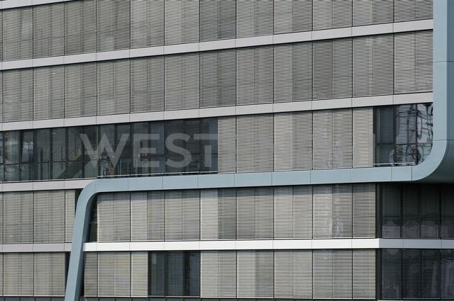 Germany, North Rhine-Westphalia, Cologne, part of RheinauArtOffice, headquarter of Microsoft corporation at Rheinau harbour - VI000118 - visual2020vision/Westend61