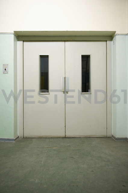 View to freight elevator - VI000002 - visual2020vision/Westend61