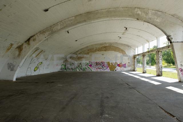 Germany, Brandenburg, Wustermark, Olympic village 1936, decaying hangar - VI000037 - visual2020vision/Westend61